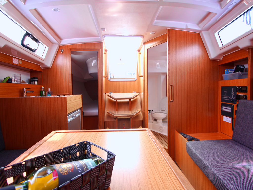Sailing boat Bavaria 33