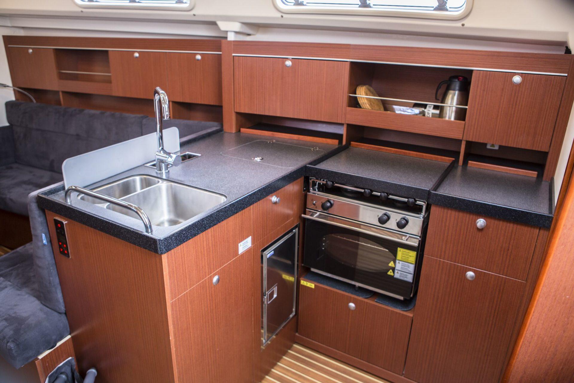Sailing yacht Hanse 345 kitchen