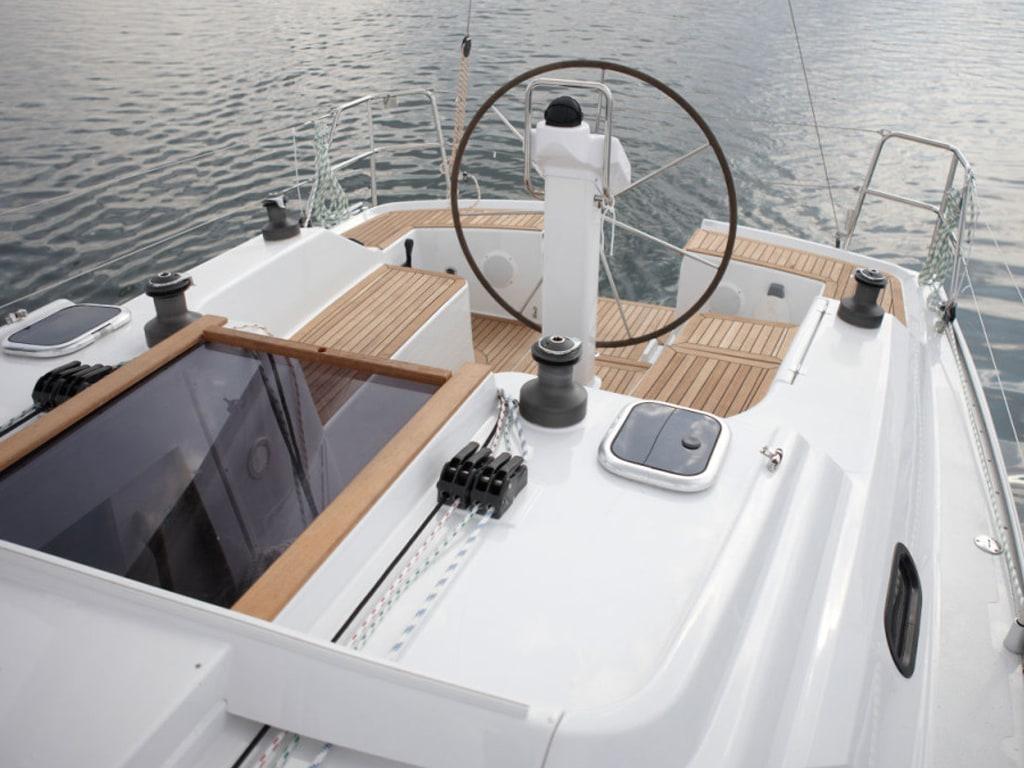 Sailing yacht Hanse 325 Bellefleur cockpit