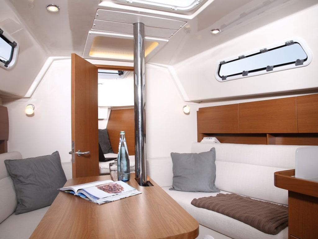 Sailing yacht Hanse 325 Bellefleur interior