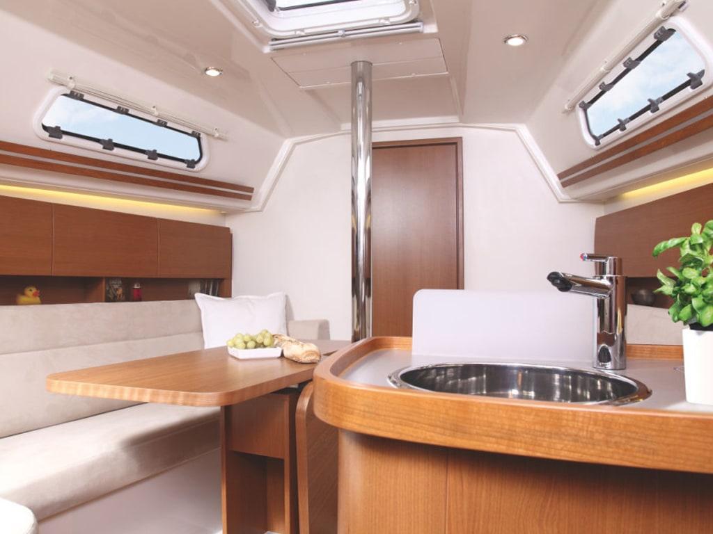Sailing yacht Hanse 325 Bellefleur kitchen