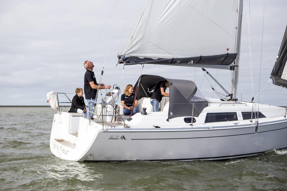 Sailing yacht Hanse 325 Bellefleur sailing