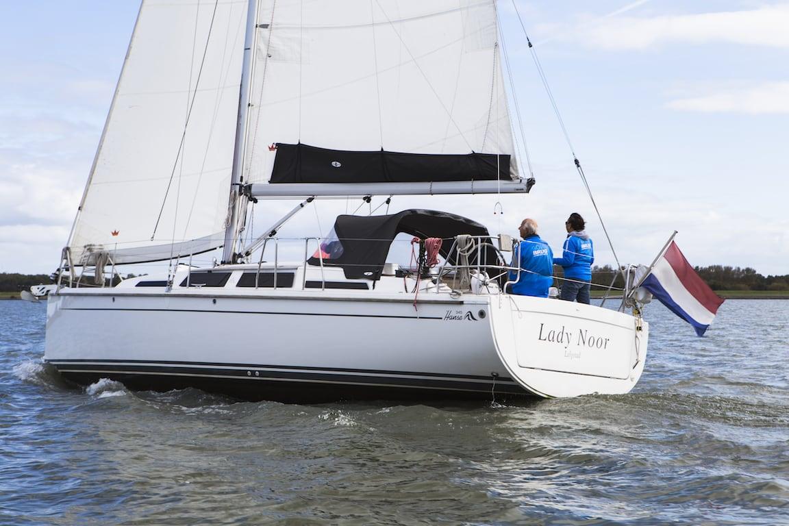 Sailing yacht Hanse 345 back