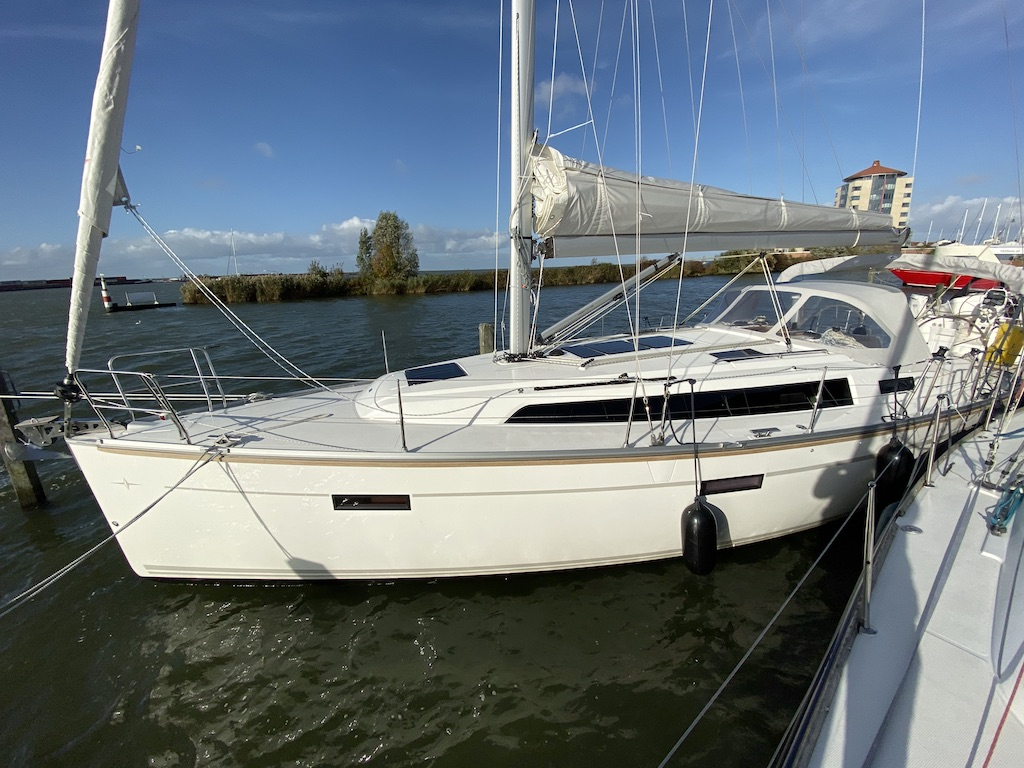 Sailing yacht Bavaria 37 in box