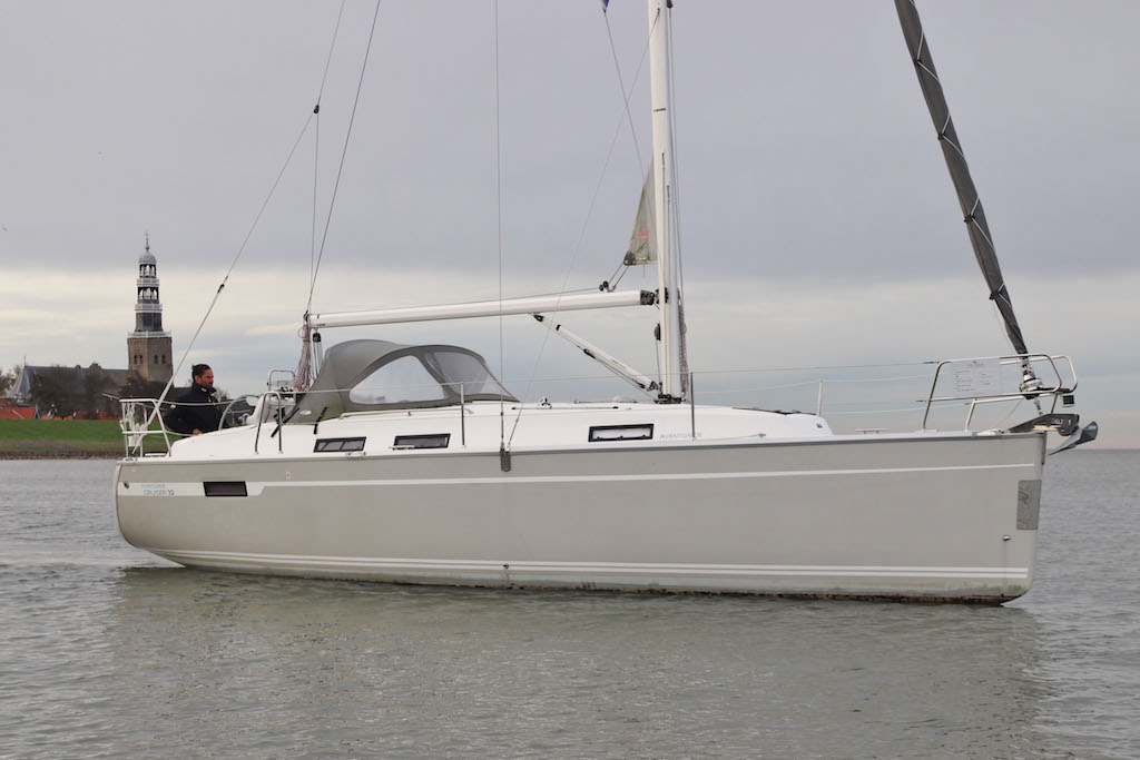 "Sailingyacht Bavaria 32 ""Hope"" on the lake"