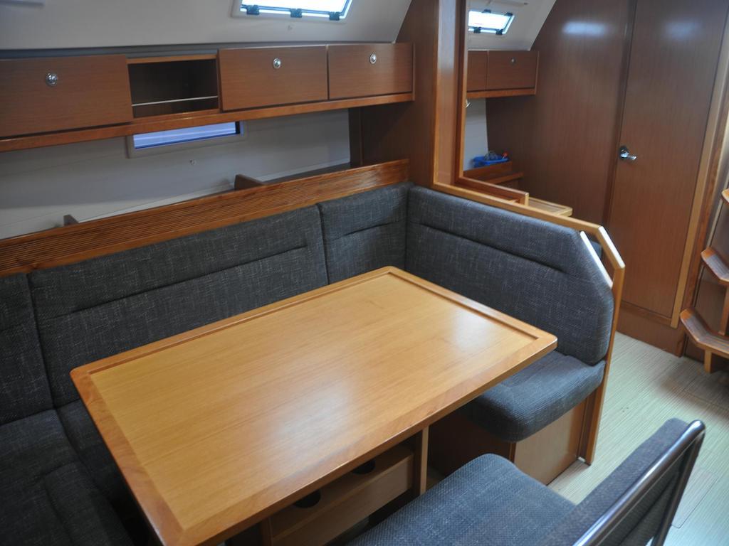 Sailingyacht Bavaria 40 Chart table inside