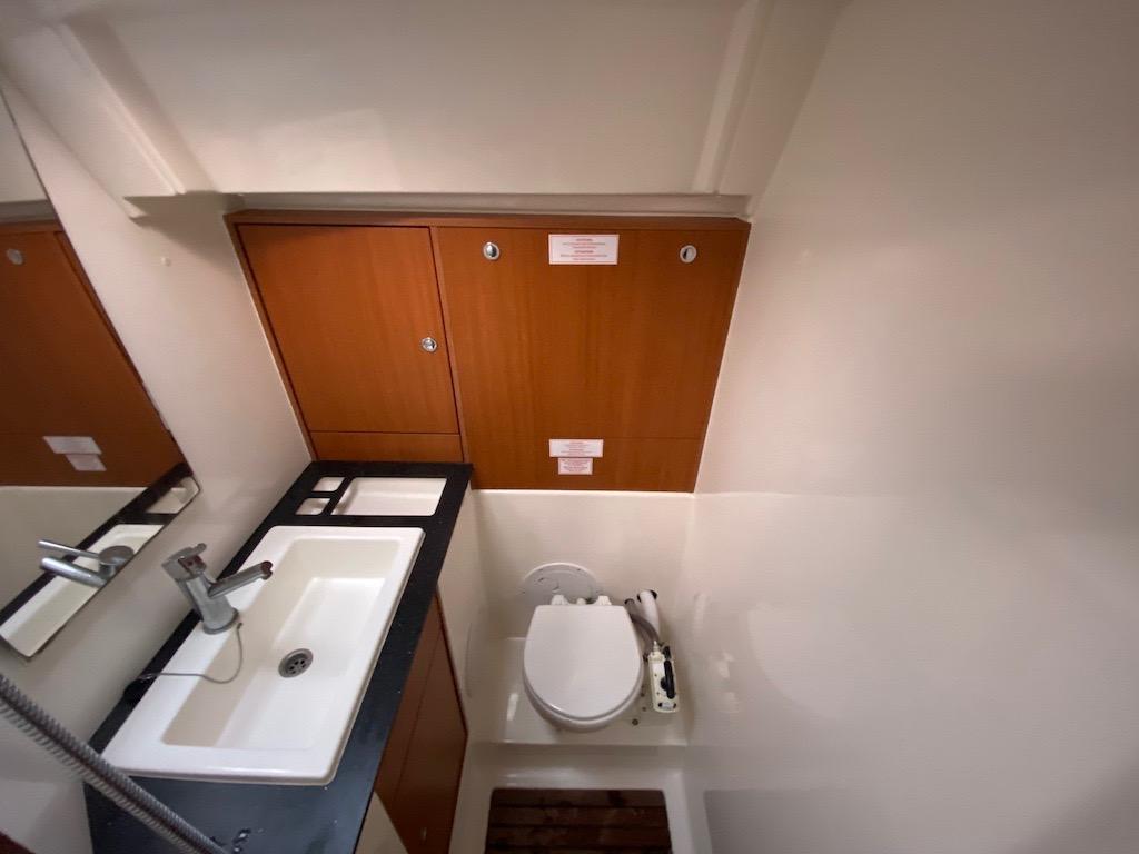 Sailingyacht Bavaria 40 Bathroom