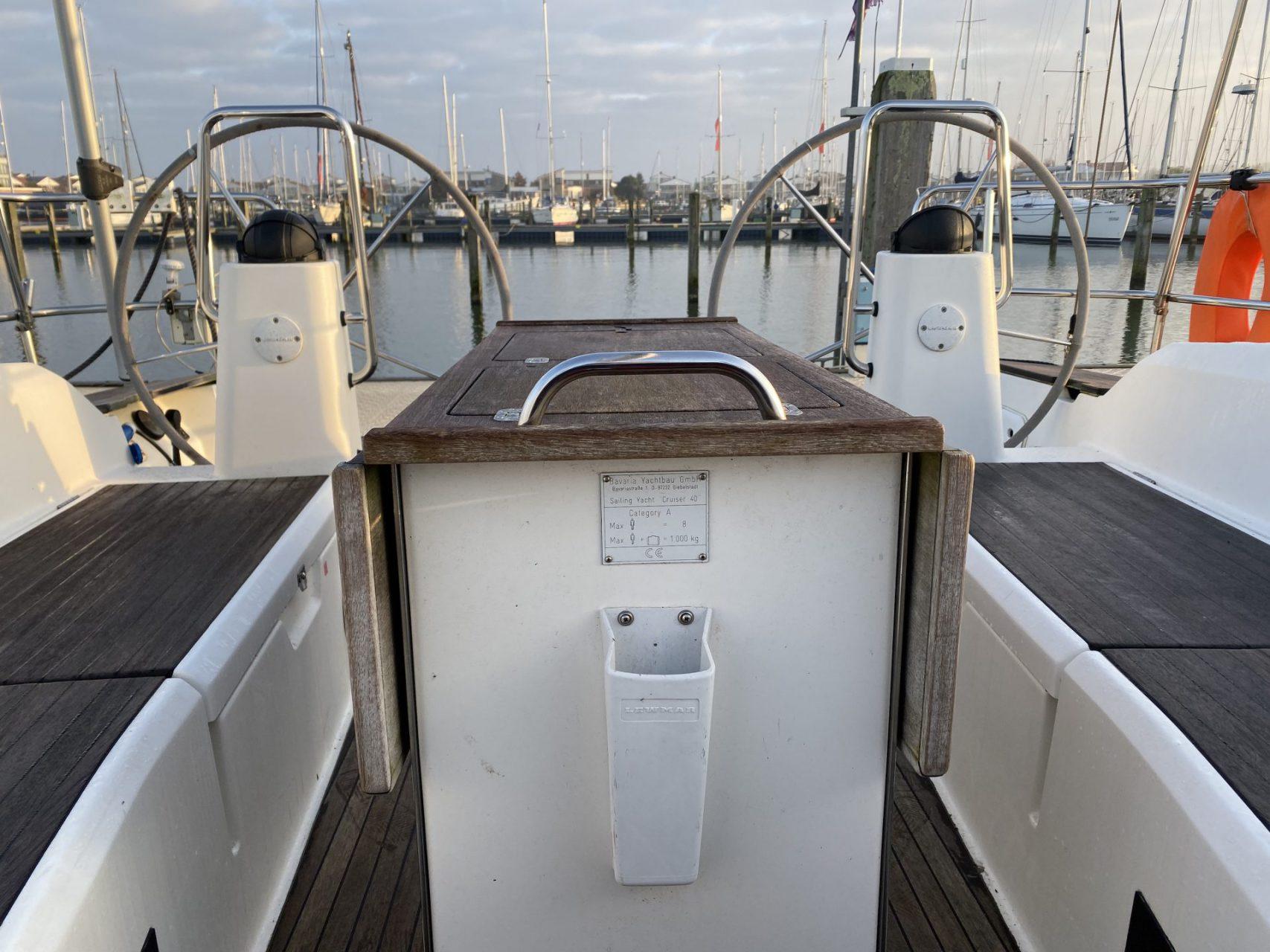 Sailingyacht Bavaria 40 cockpit