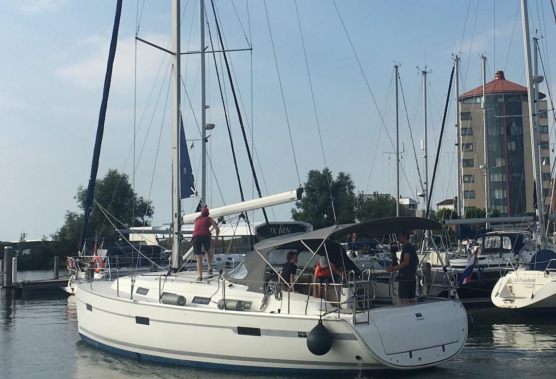 Sailingyacht Bavaria 40 leaves the harbour