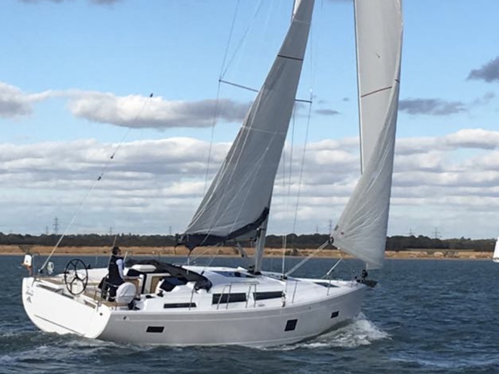 Sailing Yacht Hanse 388 sailing