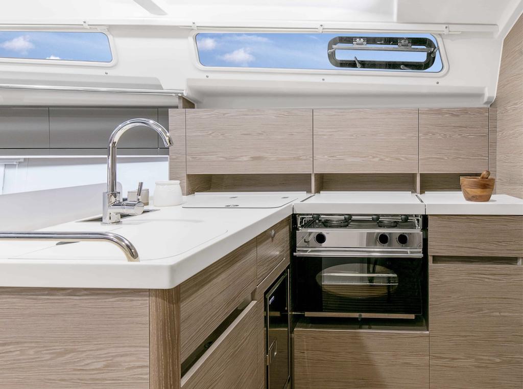 Sailingyacht Hanse 388 kitchen