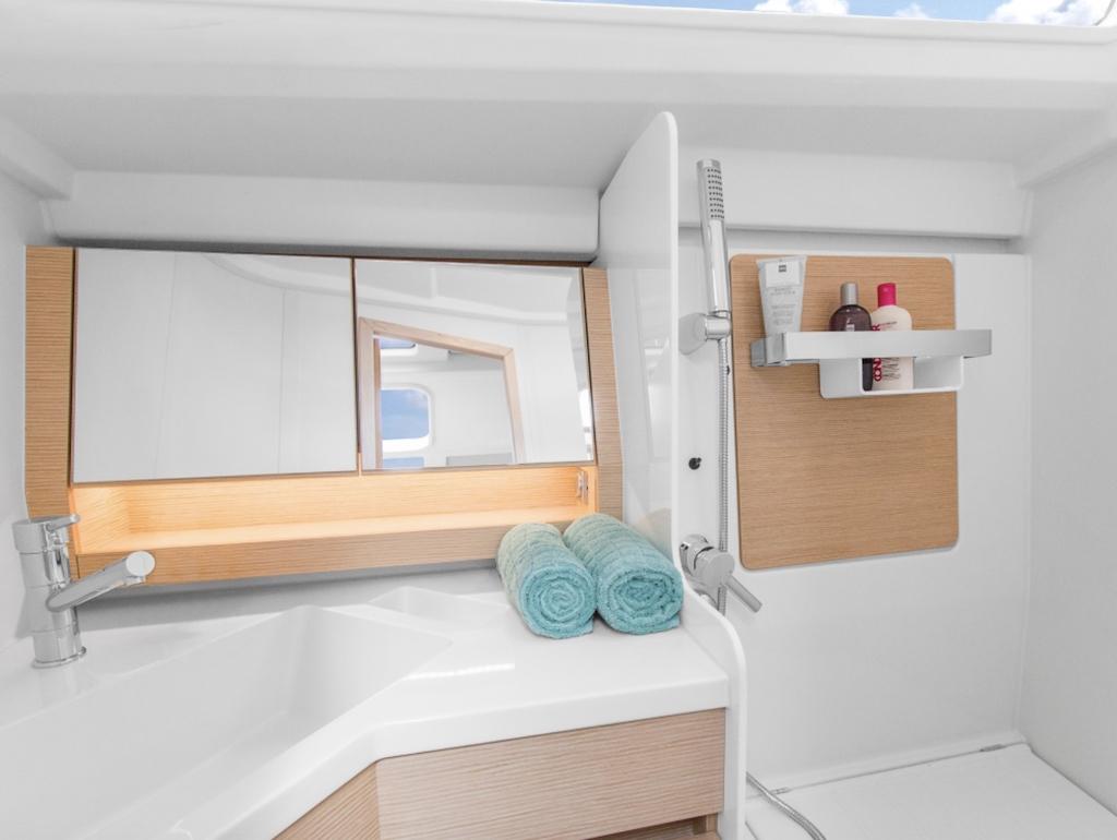 Sailing Yacht Hanse 348 Bathroom